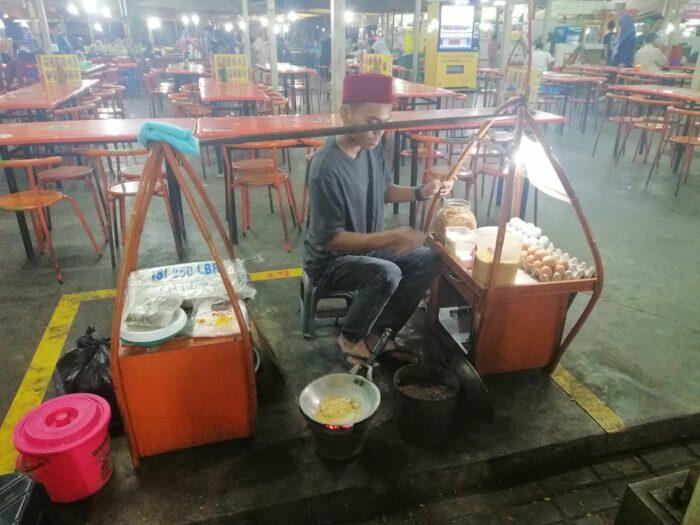Kerak telor vendor in Taman Medan