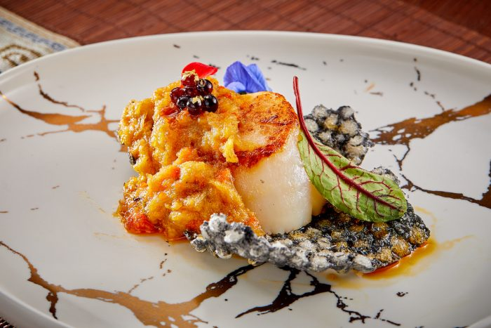 Exclusive specialties range from a global selection of abalone from Korea, South Africa, Mexico and Australia to crocodile tail with ginseng and the season's annual gastronomic highlight, hairy crab from Jiangsu and Hokkaido