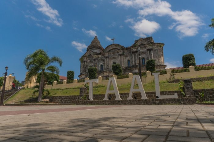 Home.fit Taal-Church-700x466 Top 15 Best Batangas Tourist Spots