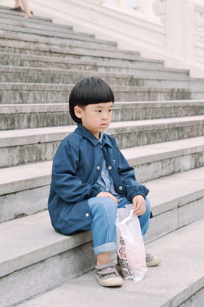 A kid outside Chiang Kai Shek Memorial Hall