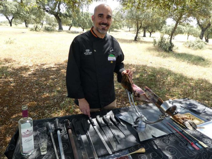 Chef Pepe Alba gives a carving lesson in the dehesa