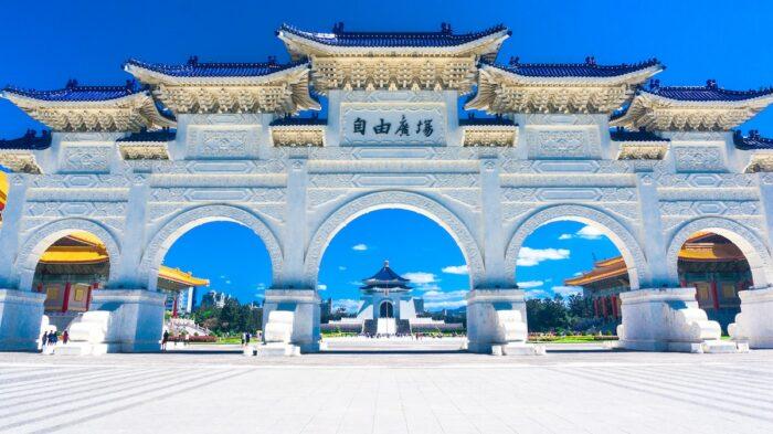 Chiang Kai-Shek Memorial Hall, Taiwan photo by @kaizerbienes via Unsplash