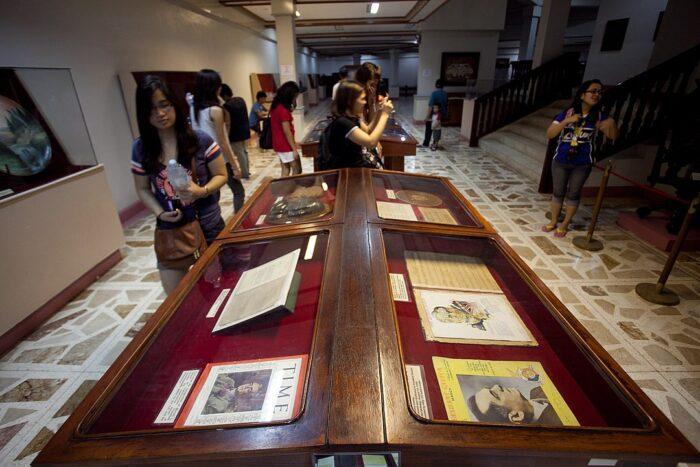 Display at the Museo ni Manuel L. Quezon photo by H.abanil via Wikipedia CC
