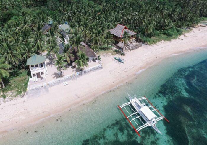 Lanas Beach Resort in Carabao Island