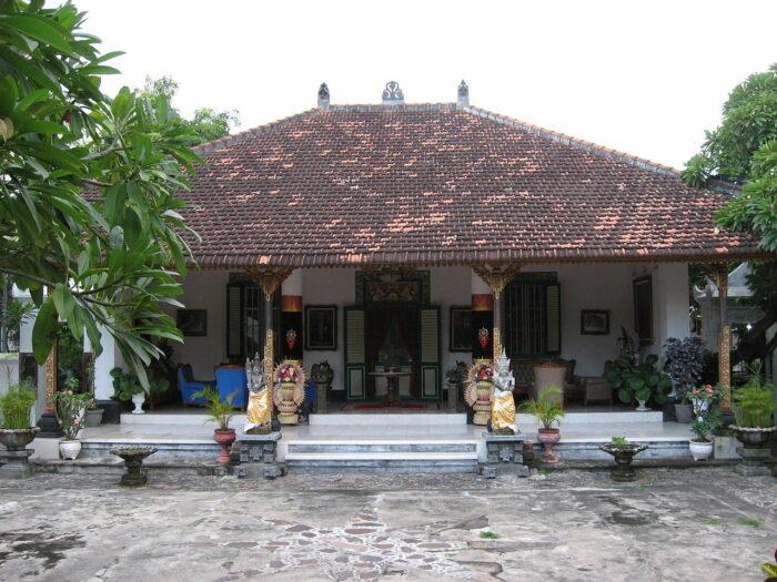 Royal Palace of Singaraja photo via Wikimedia CC