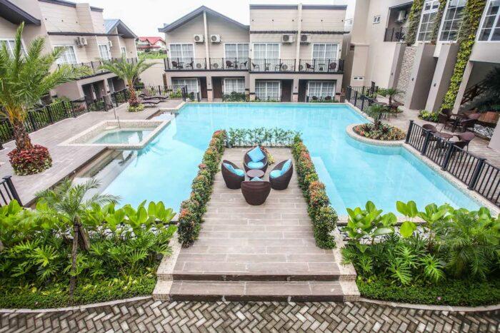 Royale Parc Tagaytay Hotel pool