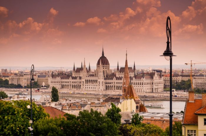 Best Hotels in Budapest photo by @tmbmpills via Unsplash