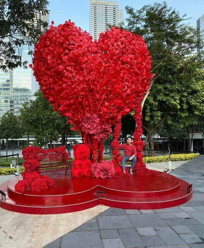 BGC Giant Heart-Shaped Tree