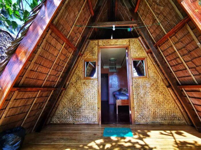 La Acuario Beach Inn Native Cottages