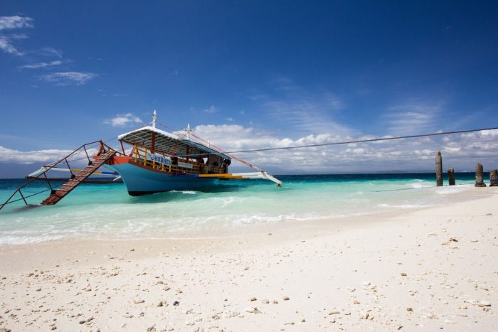 Samal Island photo by @nicric via Unsplash