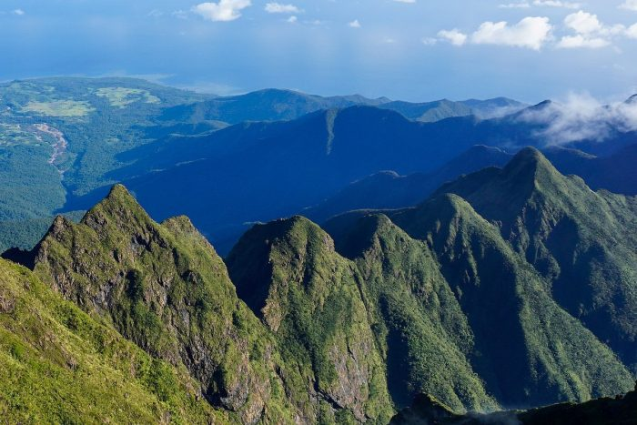 The jagged peaks that give Mt. Guiting-Guiting its name photo by Androkoy via Wikipedia CC