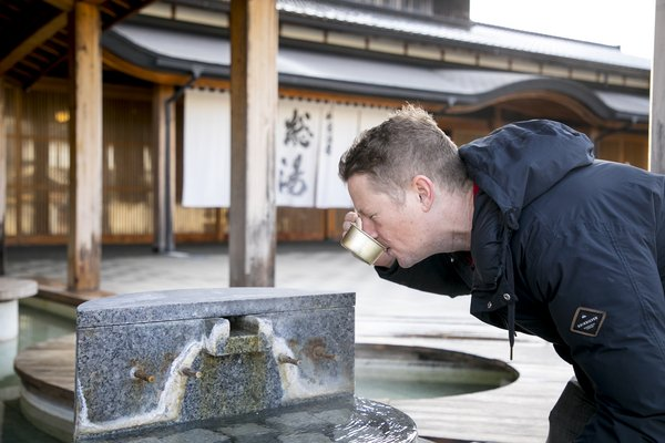 Don't hesitate to consume the fresh hotspring water at Wakura Onsen located just by the sea. Enjoy a relaxing natural footbath and create your own edible Onsen Tamago!