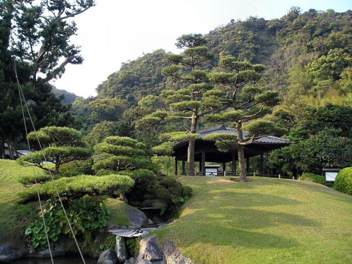 Senganen Garden by STA3816 via Wikipedia CC