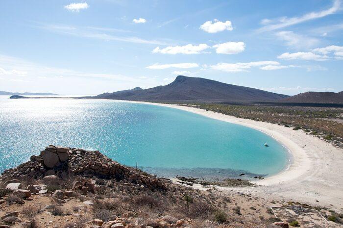 The beach on Espiritu Santo Island in La Paz Mexico by Sam Beebe:Ecotrust via Wikipedia CC