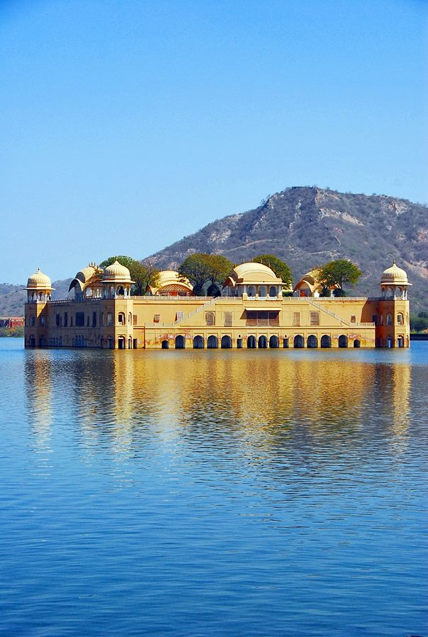 The floating palace of Jal Mahal
