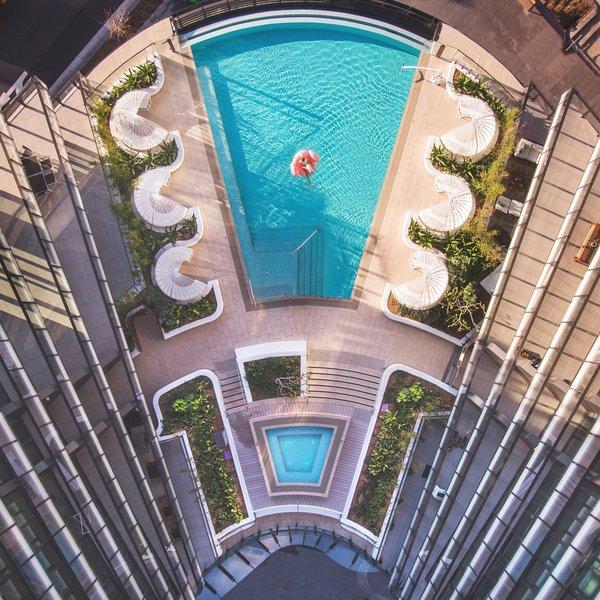 SKYE Suites Green Square - Pool