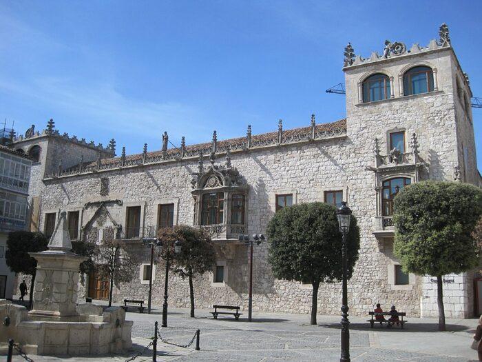 Casa del Cordon in Burgos Spain by Eltitomac via Wikipedia CC