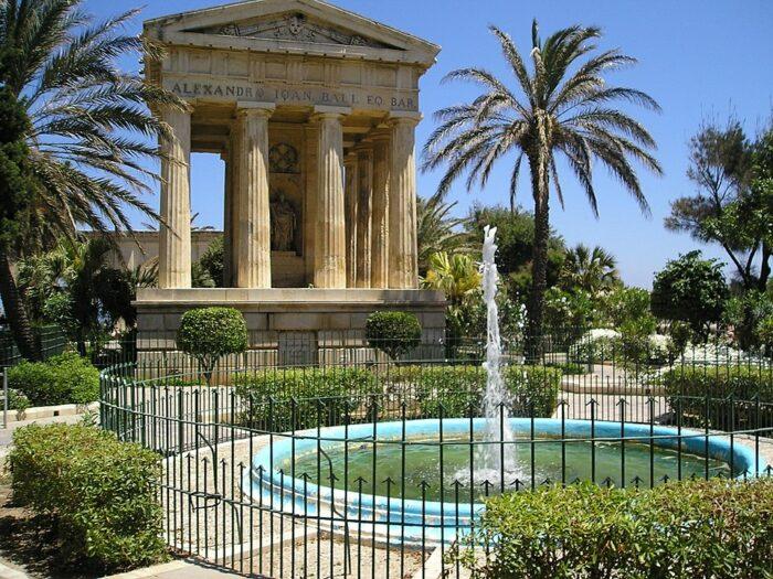 Lower Barrakka Gardens by Simon Slator via Wikipedia CC