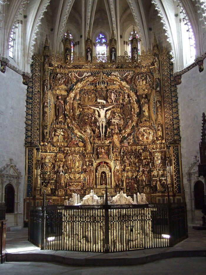 Main Retablo inside Cartuja de Miraflores photo by Ecelan via Wikipedia CC