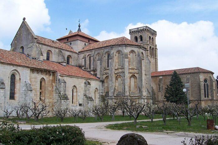 Monasterio de las Huelgas photo by Lourdes Cardenal via Wikipedia CC