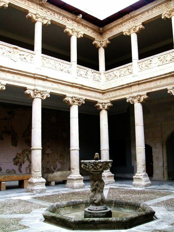 Museo de Burgos photo by Zarateman via Wikipedia CC