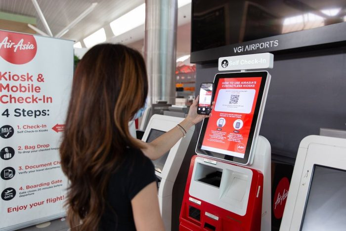A guest using AirAsia's Contactless Kiosk.