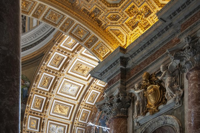 Home.fit Detail-of-the-golden-arches.-700x465 Europe Visita Iglesia #7: St. Peter's Basilica in Rome, Italy