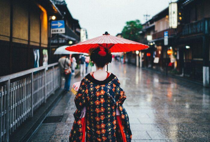 Kyoto Geisha photo by Tianshu Liu via Unsplash