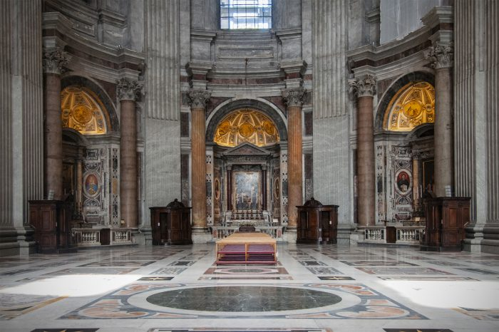 Home.fit One-of-the-chapels-cordoned-off-from-visitors.-700x466 Europe Visita Iglesia #7: St. Peter's Basilica in Rome, Italy