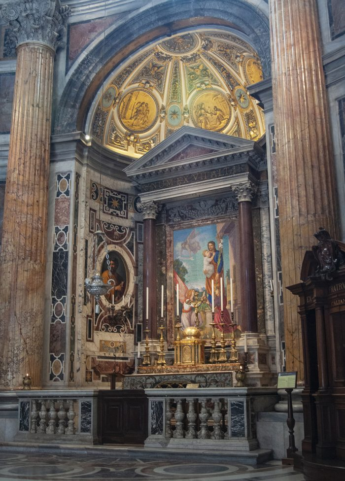 Home.fit One-of-the-chapels.-700x976 Europe Visita Iglesia #7: St. Peter's Basilica in Rome, Italy