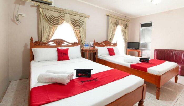 Room at RedDoorz at General Segundo Avenue Laoag