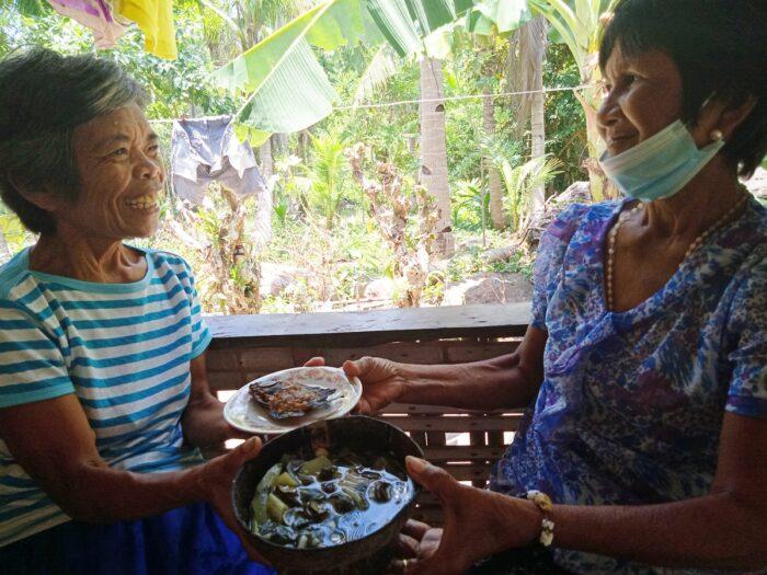 Sharing food in Romblon