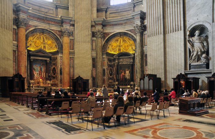 Home.fit Some-Masses-are-held-at-the-chapels-at-intervals.-700x452 Europe Visita Iglesia #7: St. Peter's Basilica in Rome, Italy