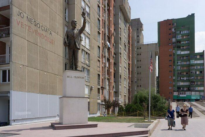 Statue of Bill Clinton in Pristina by Fanny Schertizer via Wikipedia CC