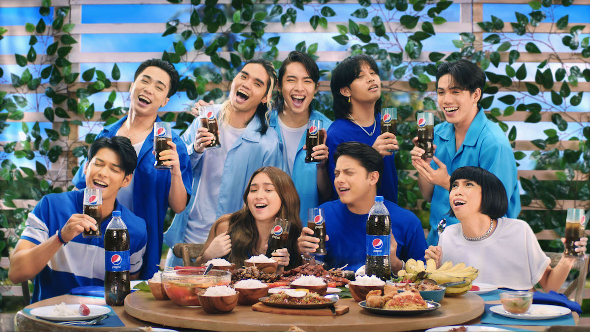 Music + Good Food + Friends + Pepsi = Best dining experience. The squad is in full force for the #PepsiHitSaSarap campaign.