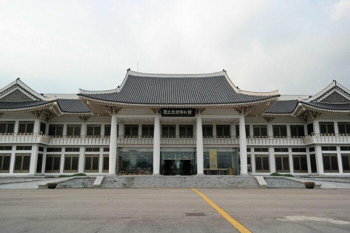 Gwangju National Museum photo by Leedkmn via Wikipedia CC