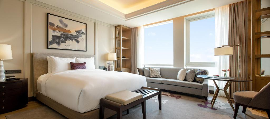 Paradise Hotel and Resort, Paradise City