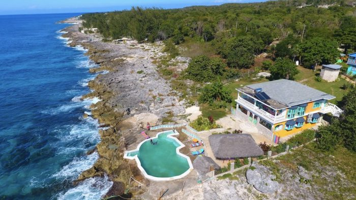 Somewhere West is a privately owned small boutique hotel located in the Deep West End of Negril