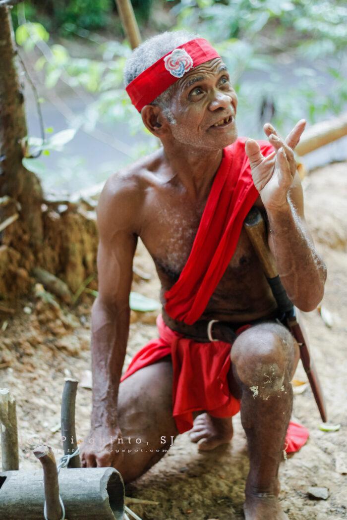 Tatay Kasuy at Pamulaklakin Forest Trail photo by Bro Jeffrey Pioquinto SJ via Flickr
