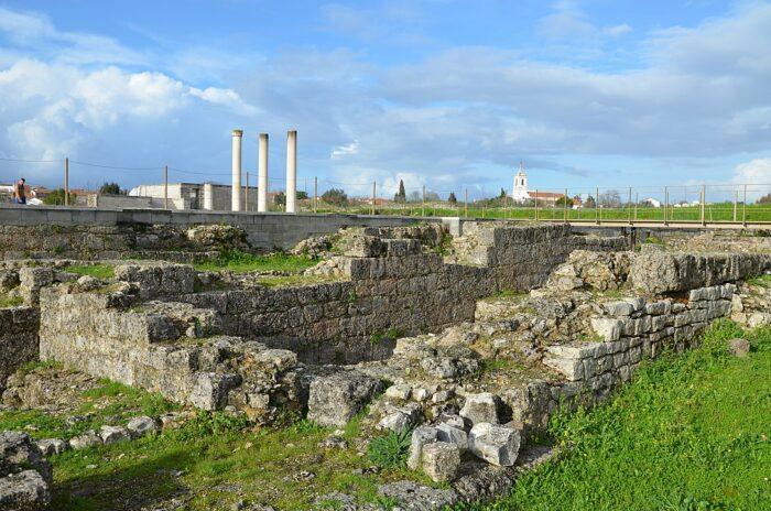 A view of the ruins of the Roman settlement of Conimbriga by Carole Raddato via Wikipedia CC