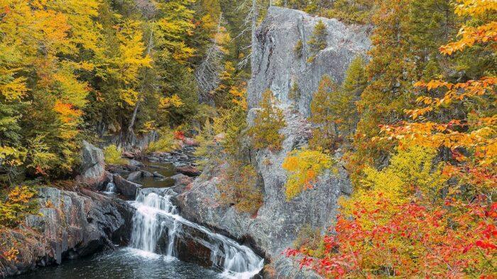 Buttermilk Falls in Gulf Hagas by Andythrasher via Wikipedia CC