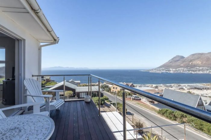 Cape Town Private self-catering apartment with one bedroom and on-suite bathroom