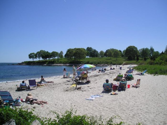 Hole-in-the-Wall Beach CT by dmcoxe via Flickr CC