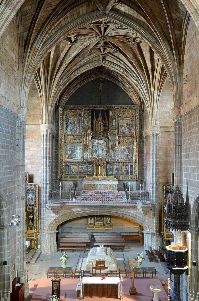 Interior of Real Monasterio de Santo Tomas by Selbymay via Wikipedia CC
