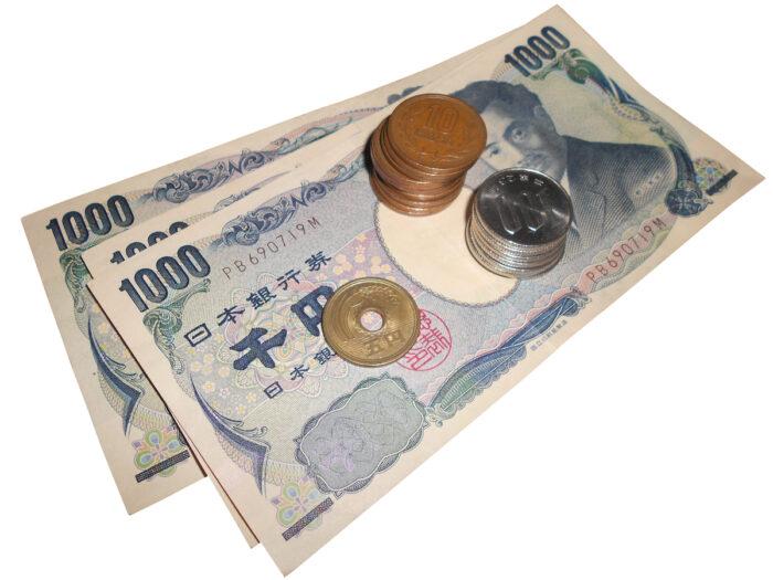 Japanese Yen Bills and coins photo via Depositphotos