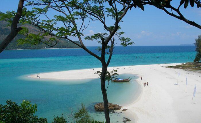 Ko Lipe Thailand photo by VascoPlanet World Photography via Wikipedia CC