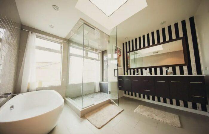 Luxury Hollywood Hills Airbnb property with bathtub