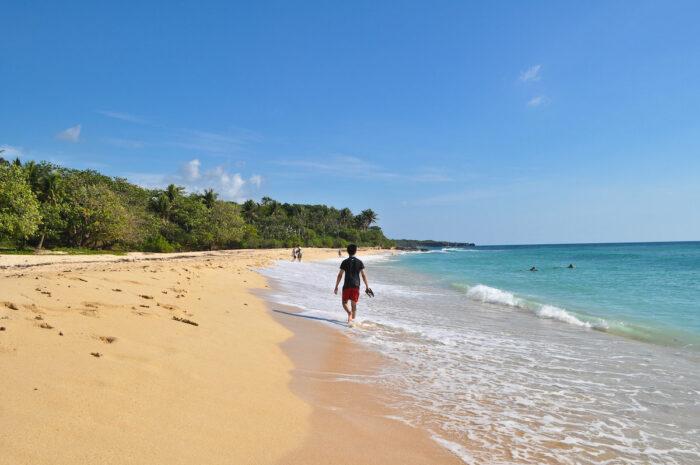 Patar White Beach in Bolinao by Jaya via Flickr CC
