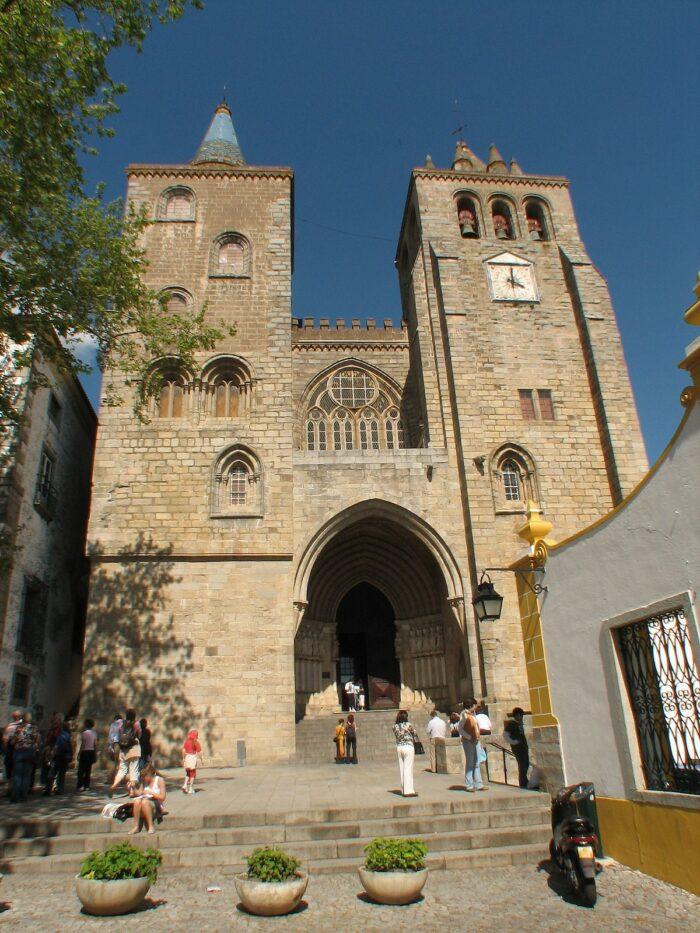 Se Evora Cathedral via Wikipedia CC