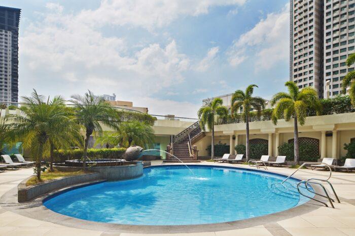 Sheraton Manila Bay Swimming Pool